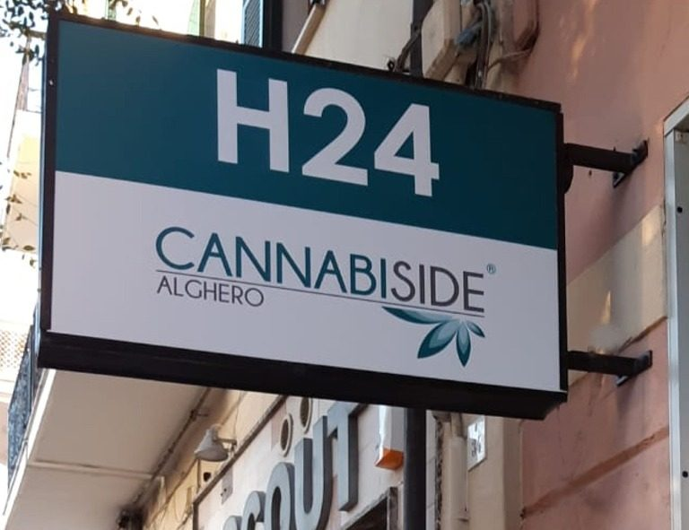 Insignia and Cannabis Graphics studied by our graphic designers for every point of sale